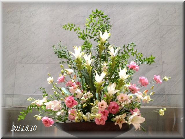 講壇の花2014年8月10日(献花)